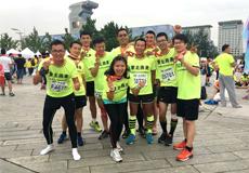 李刚岭带领蒙北燕麦(跑团)亮相2016北京马拉松